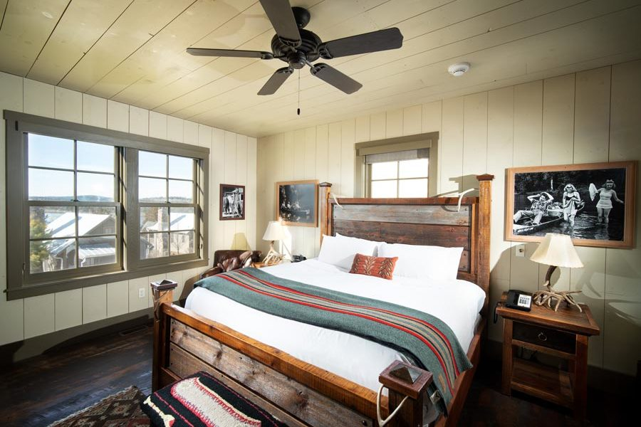 Bass Pro Shops Lakeside Two-bedroom Cottage at Big Cedar
