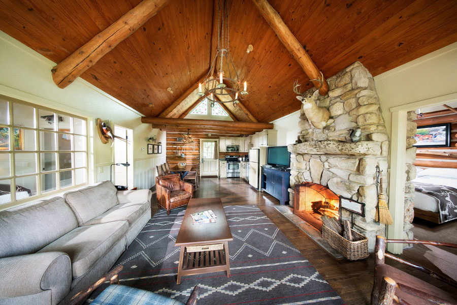 Two-bedroom cabin with full kitchen and private deck at Big Cedar