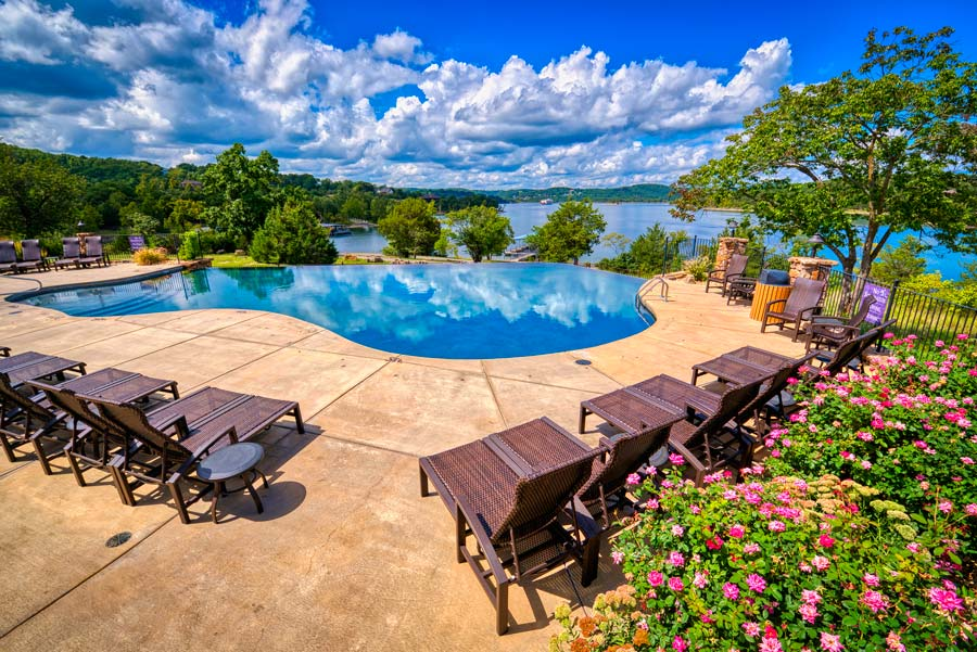 Infinity pool at Lakeside Cottages are included in your stay at Big Cedar Lodge