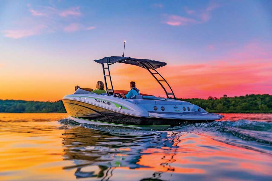 Tahoe sport series 700 deck boat
